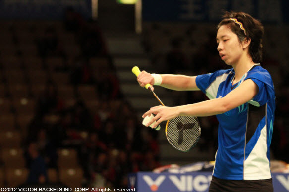 Cheng Wen Hsing preparing to serve